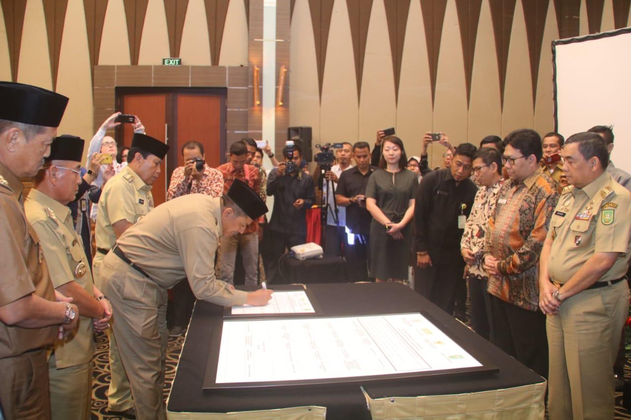 Bupati Siak Tandatangani Komitmen Bersama Pengaduan Pelayanan Publik